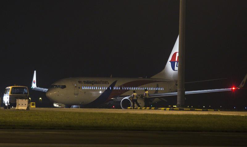 马航一架飞往印度客机因起落架故障紧急折返并安全