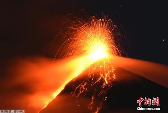资料图:当地时间2015年11月10日,危地马拉烈焰火山当天喷高清图片