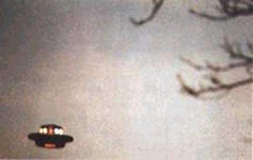 CCTV最新公布:揭秘外星人飞碟出现时怪现象 - 外星人给地球的忠告 - UFO 外星人不明飞行物 和平天使