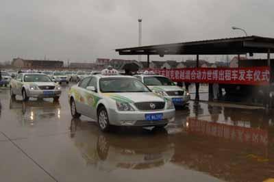 首批100辆上海通用别克君越 世博出租车 投入使用