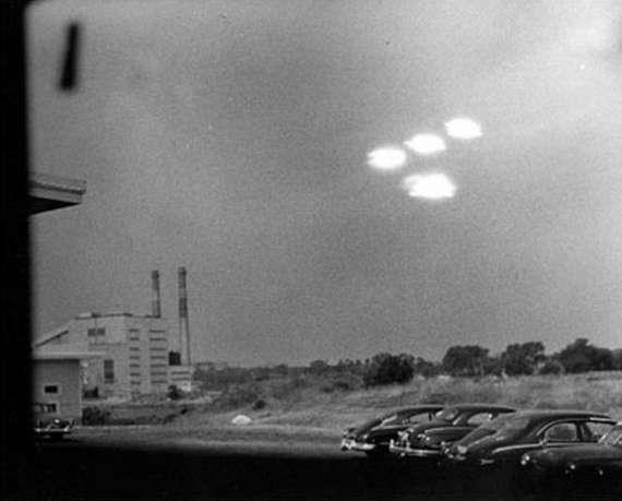 史上一些最著名的诡异UFO照片 8