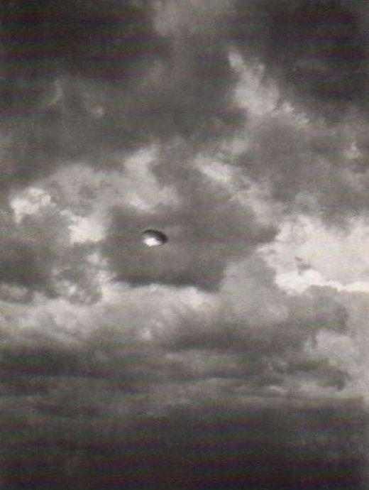 史上一些最著名的诡异UFO照片 5