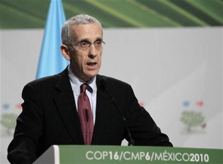美国气候变化特使托德?斯特恩12月9日在坎昆月亮宫举行的全体会议上发言。图片来源: Henry Romero